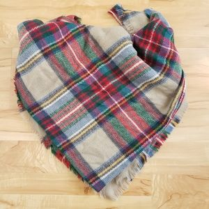 Blanket Scarf with plaid pattern